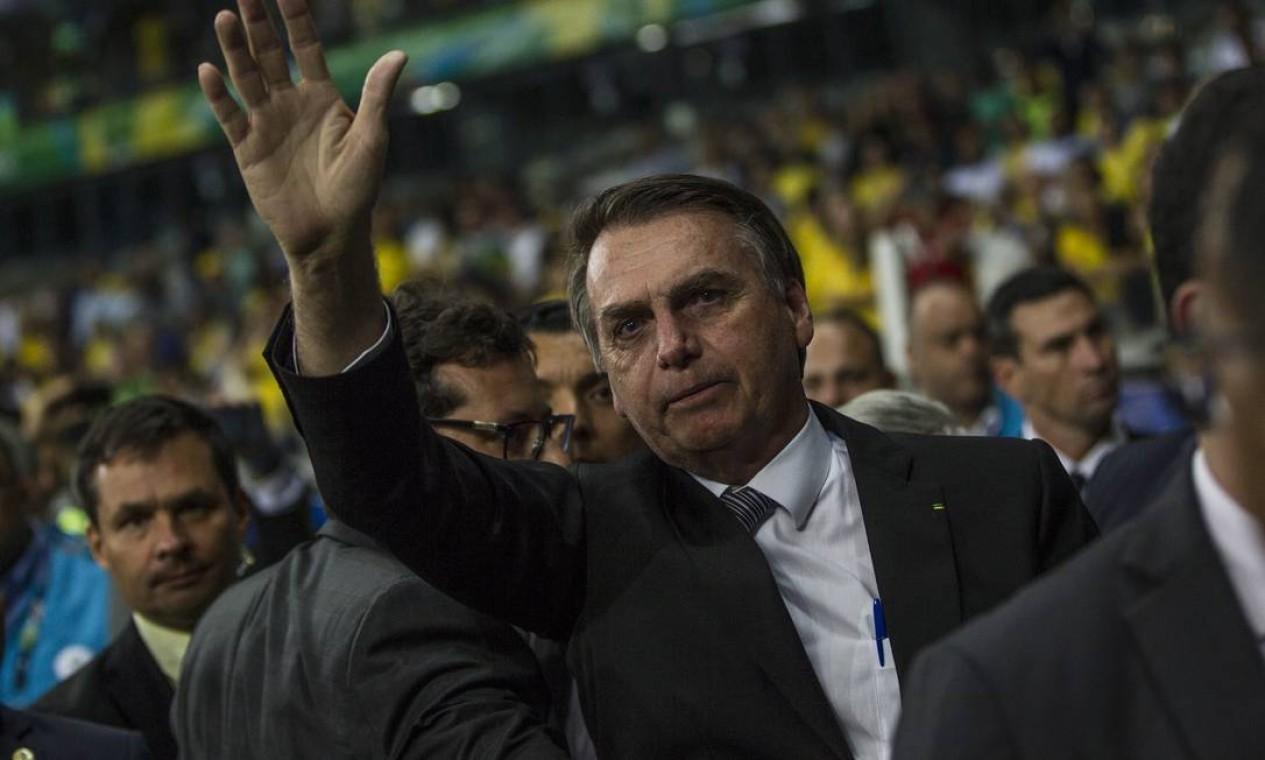 O presidente Jair Bolsonaro foi ao gramado do Mineirão no intervalo do jogo entre Brasil e Argentina Foto: Guito Moreto / Guito Moreto