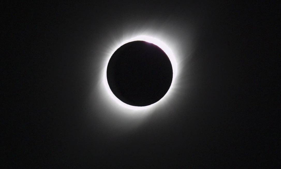 Na última terça-feira, o mundo acompanhou mais um eclipse solar total. Observável em parte da América do Sul, o fenômeno foi mais intenso em certas áreas do Chile e da Argentina, que reuniram milhares de cientistas, curiosos e turistas. Foto: Anadolu Agency / Getty Images