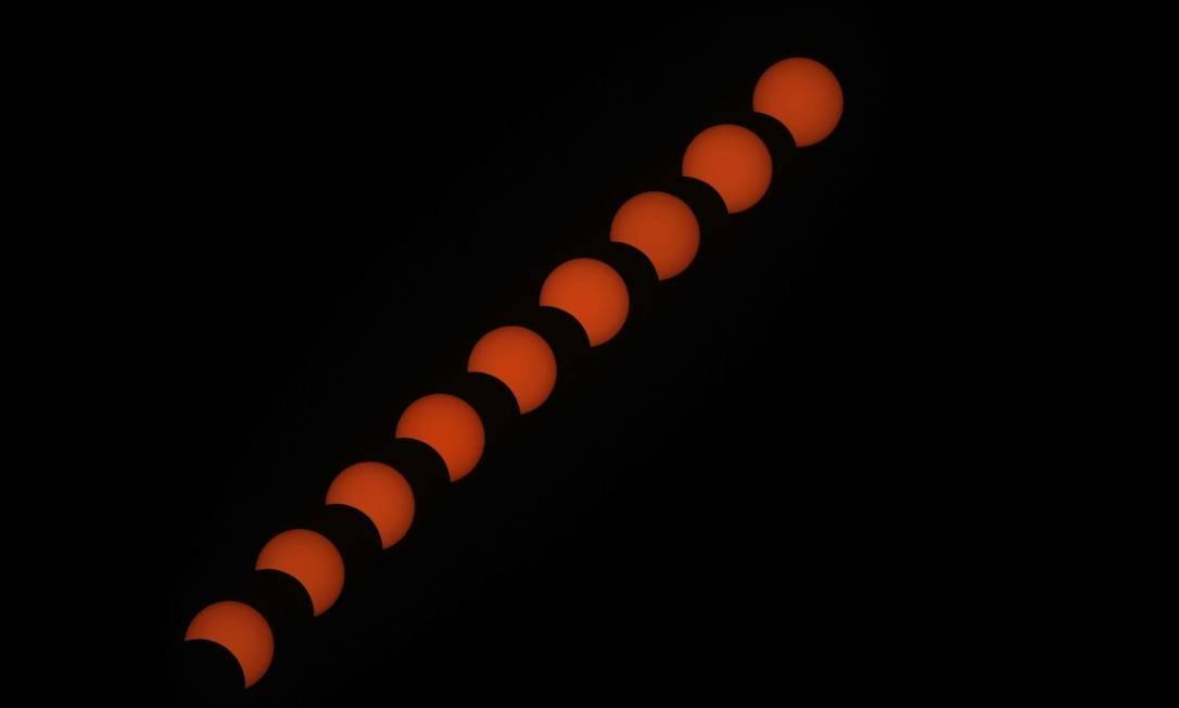 O eclipse solar total acontece quando a Lua se coloca entre a Terra e o Sol. Assim, em seu ápice, a luz é completamente ocultada durante a passagem do corpo celeste. Foto: Anadolu Agency / Getty Images