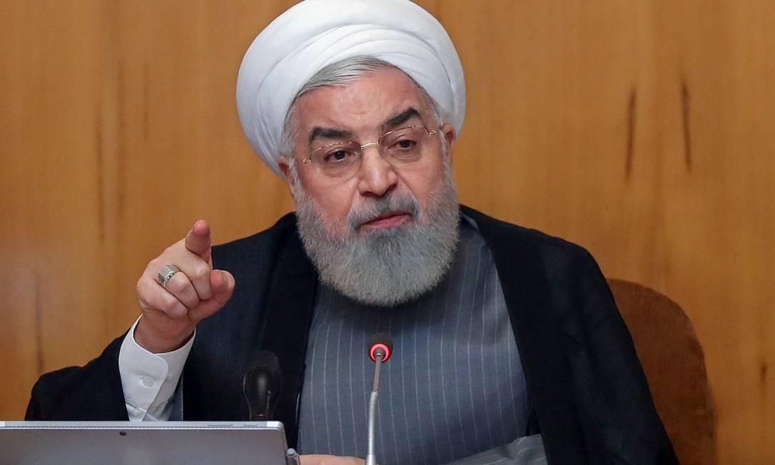 Presidente iraniano Hassan Rouhani afirma que vai aumentar o nível de enriquecimento de urânio a partir de domingo, 7 de julho, colocando pressão sobre europeus. Ele exige mecanismos para diminuir o impacto das sanções econômicas impostas pelos EUA Foto: HO / AFP