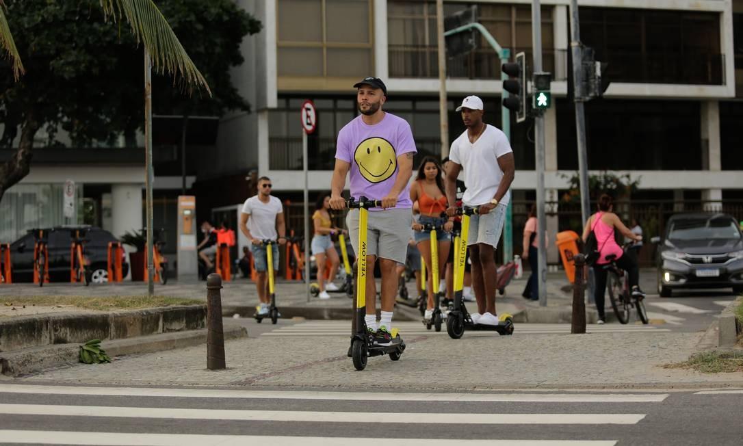 Nas primeiras nove corridas, ou nos 45 minutos iniciais, o usuário terá um controle automático que só o capacitará de andar com o patinete até 12 km/h Foto: BRENNO CARVALHO / Agência O Globo
