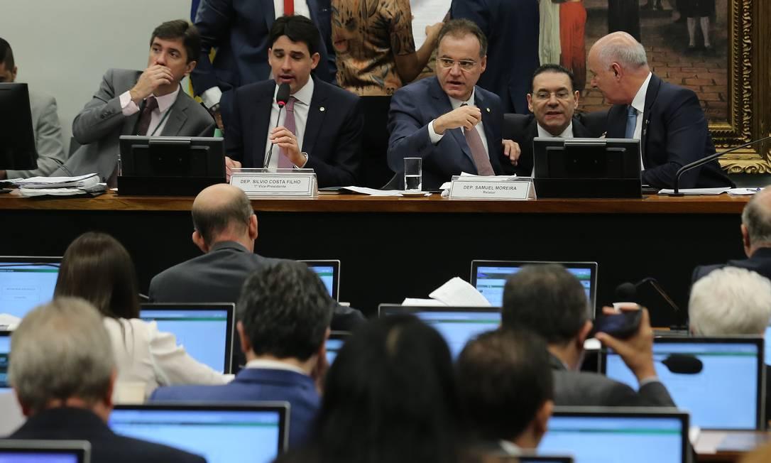 Discussão para a votação da apreciação do relatório da reforma da Previdência do deputado Samuel Moreira Foto: Jorge William / Agência O Globo Foto: Jorge William / Agência O Globo