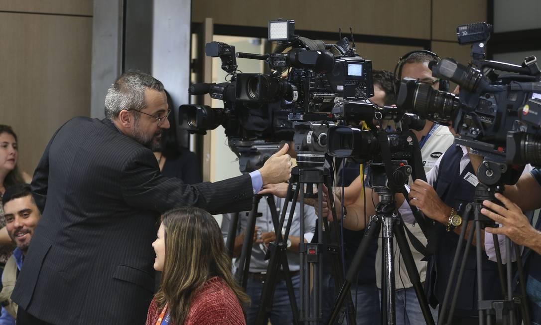 Abraham Weintraub apresenta, durante coletiva, novidades do Exame Nacional do Ensino Médio (Enem), que terá provas digitais a partir de 2020 Foto: Antonio Cruz / Agência Brasil