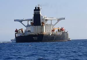 Petroleiro Grace 1, usado pelo Irã, após ser interceptado na costa de Gibraltar. Navio é suspeito de levar petróleo para a Síria, o que é vetado por sanções impostas pela União Europeia Foto: STRINGER / REUTERS