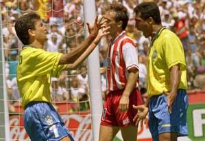 Bebeto e Romário comemoram o gol decisivo contra os EUA Foto: Ivo Gonzalez (Arquivo)