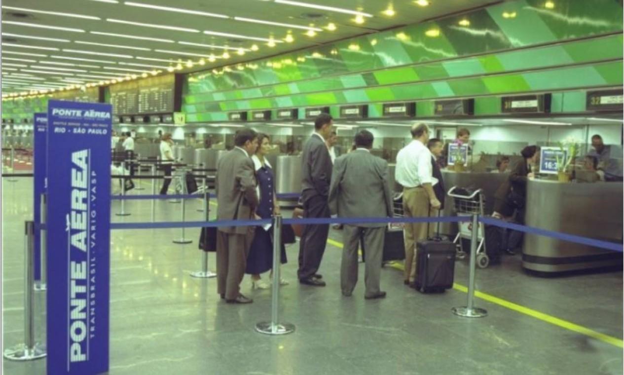 Além da Varig e da Vasp, que integravam o consórcio Ponte Aérea, a Transbrasil, a Real e Panair operaram a rota Rio-SP Foto: Arquivo-Agência O Globo - 11.03.1998