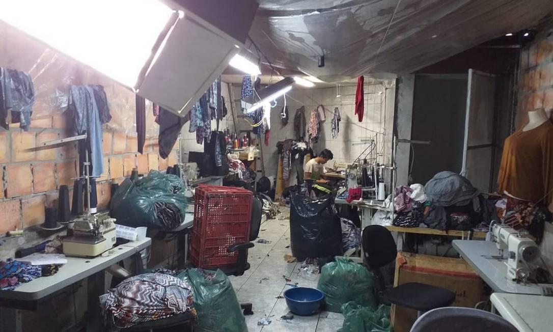 Menor de idade boliviano era mantido em condições degradantes de trabalho em uma fábrica de costura em SP Foto: Polícia federal/Divulgação