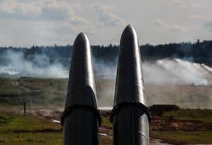 Mísseis 9M723, desenvolvidos pela Rússia, durante demonstração perto de Moscou, em junho. EUA afirma que mísseis violam os termos do Tratado de Forças Nucleares Intermediárias, que desde 1988 controla mísseis balísticos e de cruzeiro dos EUA e Rússia Foto: MAXIM SHEMETOV / REUTERS