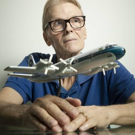 O comandante aposentado Ivan Leopoldo Antonio Poato, que pilotou aviões Electra na ponte aérea Foto: Leo Martins / Agência O Globo