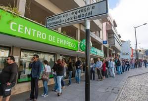 Fila de desempregados em Sintra, Portugal, em 2012. Desocupação no país caiu para 6,5% Foto: Mario Proença / Bloomberg