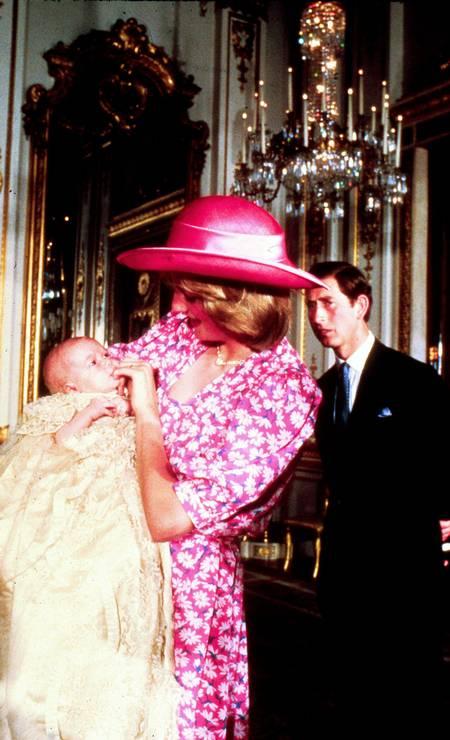 Em 1982, o príncipe Charles e Diana batizaram o príncipe William. O clique foi feito no Palácio de Buckingham Foto: Anwar Hussein / WireImage