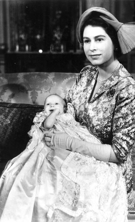 A rainha Elizabeth com a filha, a princesa Anne Foto: Central Press / Getty Images