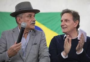 Crivella e Luiz Carlos Ramos no Clube Municipal, na Tijuca Foto: Ana Branco / Agência O Globo