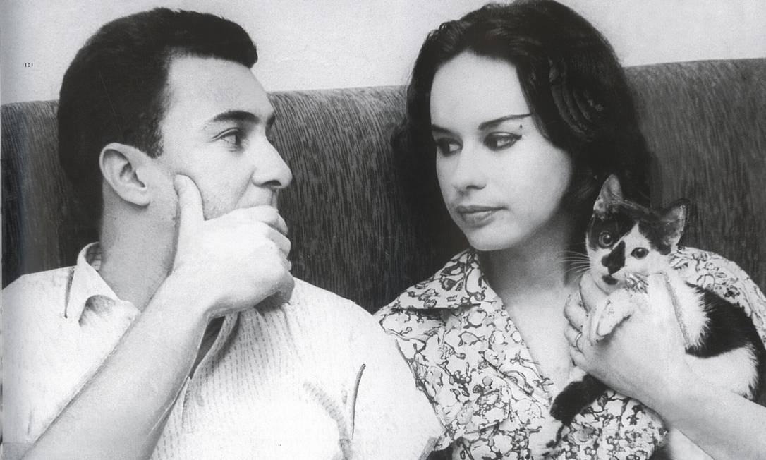 João e Astrud, com quem se casou em 1959. Os dois foram apresentados por Nara Leão. Ela, depois, tornou-se uma das cantoras brasileiras mais conhecidas internacionalmente Foto: Reprodução