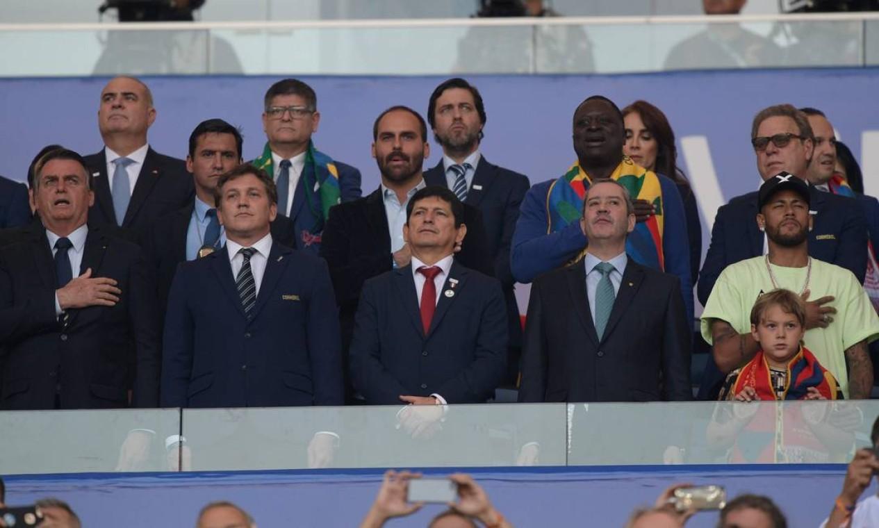 No camarote do presidente, assistiram ao jogo ministros, o presidente da CBF, Rogerio Caboclo, e o craque Neymar, entre outros Foto: JUAN MABROMATA / AFP