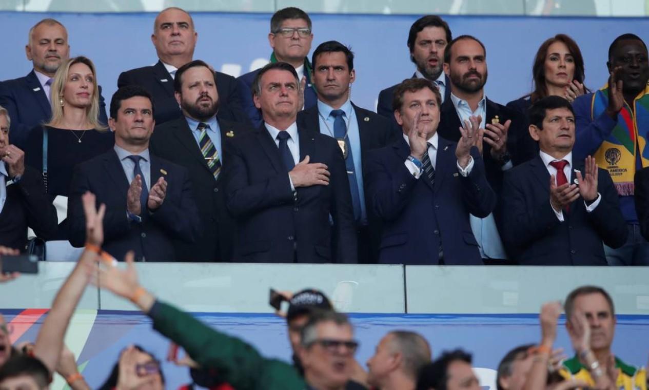 """Bolsonaro e """"time de ministros"""" aplaudem prepativos da seleção brasileira para a final contra o time peruano Foto: UESLEI MARCELINO / REUTERS"""