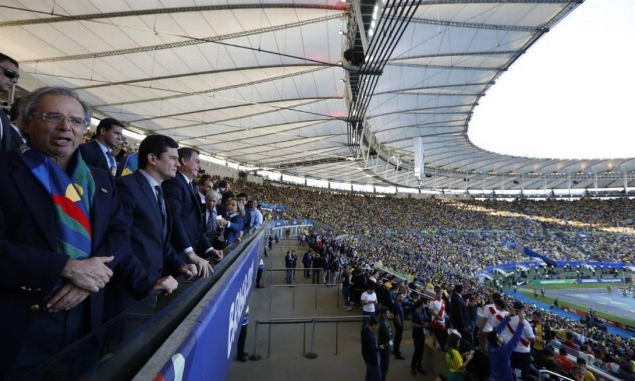 Ministros da Economia, Paulo Guedes; e da Justiça, Sergio Moro, assistem final da Copa América do lado do presidente Jair Bolsonaro Foto: Carolina Antunes/Presidência da República