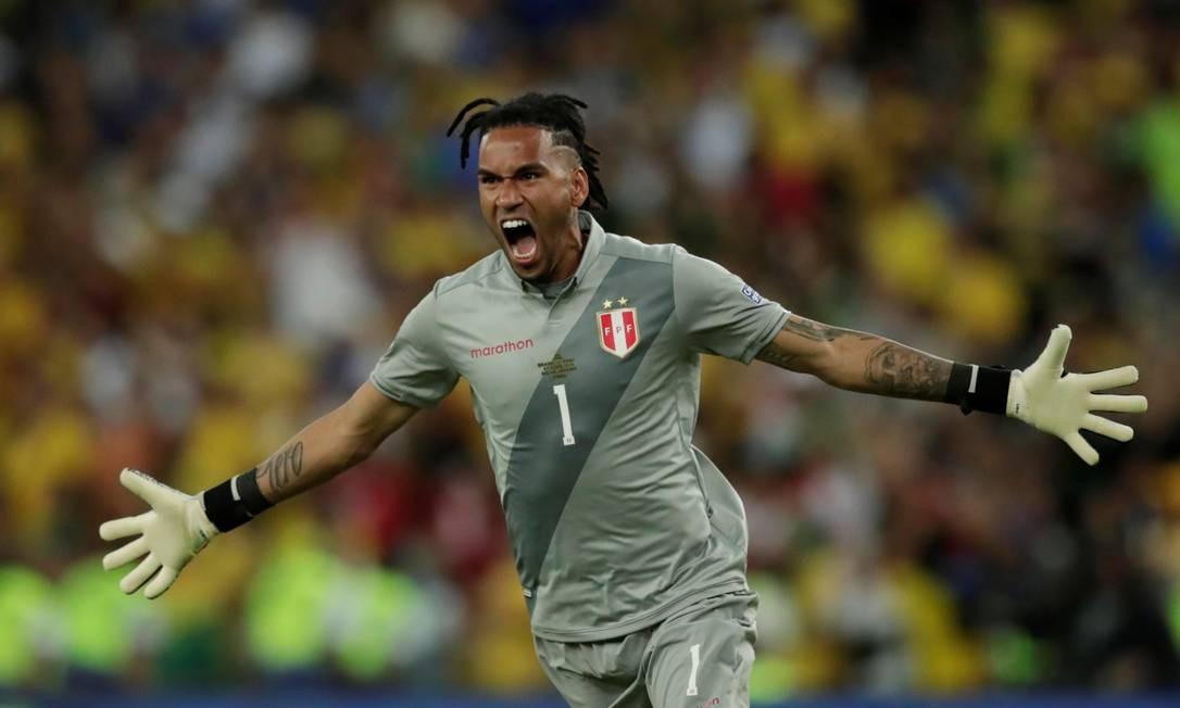 O goleiro Pedro Gallese celebra gol da seleção do Peru Foto: UESLEI MARCELINO / REUTERS