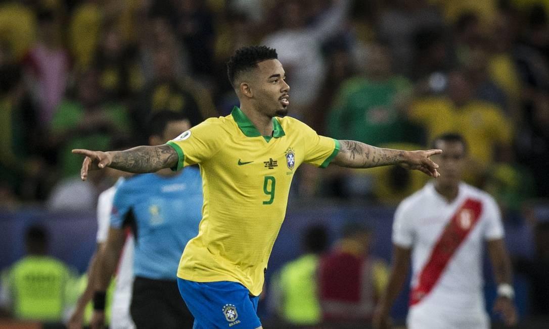 Gabriel Jesus abre os braços para comemorar o segundo gol do Brasil sobre o Peru Foto: Guito Moreto / Guito Moreto