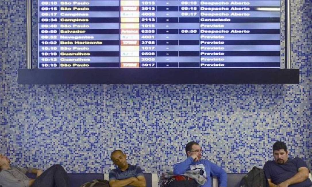 Sala de espera de aeroporto Foto: Lucas Landau/Reuters