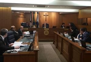 Conselheiros do TCM julgam as contas de Crivella Foto: Luiz Ernesto Magalhães / Agência O Globo