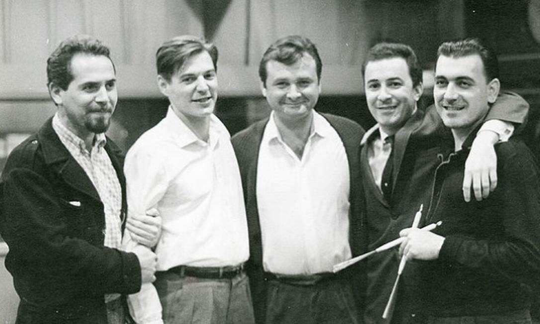 Tião Neto, Tom Jobim, Stan Getz, João Gilberto e Milton Banana, em 1963, durante gravações nos Estados Unidos que entraram para a história da música Foto: David Drew Zingg / Reprodução