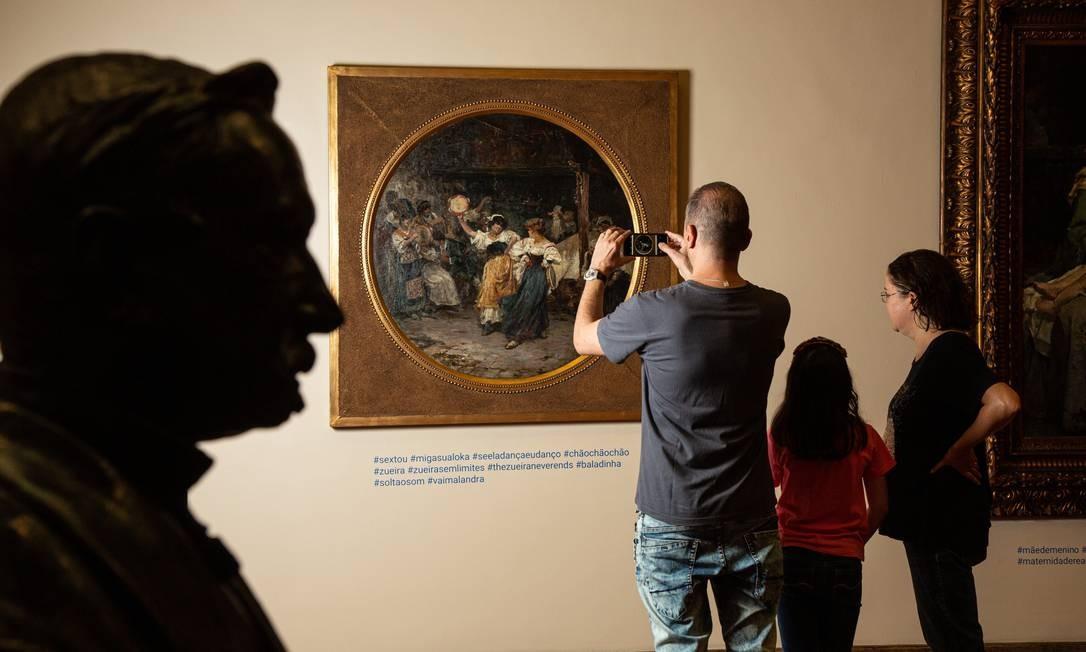 O engenheiro paulistano Milton Veras, a filha, Maria Isabel, e mulher, a historiadora Maria Augusta: dificuldade para encontrar o MNBA Foto: BRENNO CARVALHO / Agência O Globo