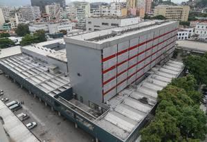 Hospital municipal Souza Aguiar, no Centro, tem déficit de 400 funcionários, e dois tomógrafos da unidade, um instalado em janeiro, não funcionam Foto: Marcelo Régua / Agência O Globo