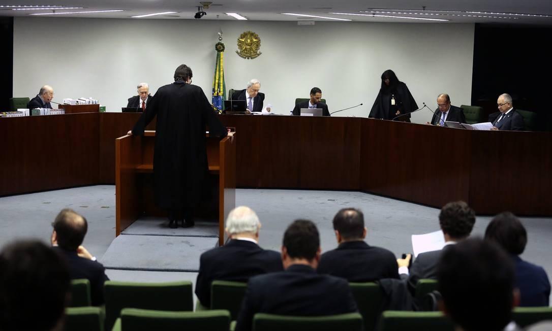 O ministro Ricardo Lewandowski poderá decidir sozinho ou levar o caso para a Segunda Turma Foto: Jorge William / Agência O Globo