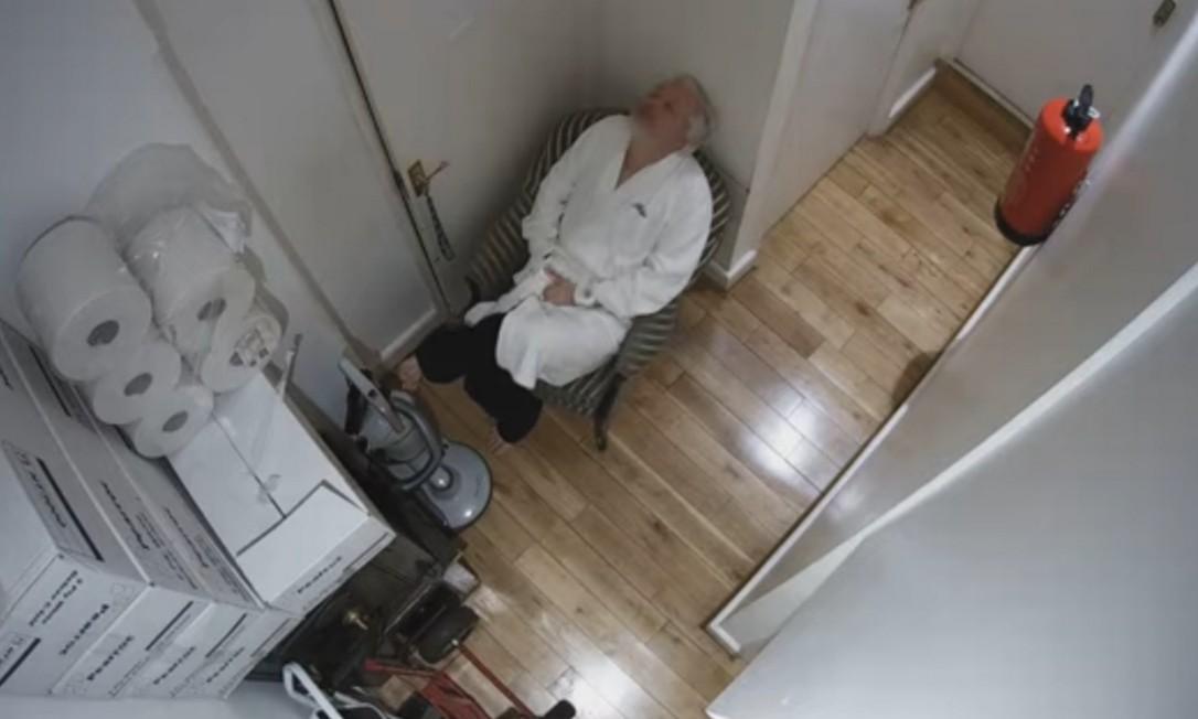 Julian Assange foi espionado 24 horas por dia entre dezembro de 2017 e março de 2018 Foto: Reprodução / Youtube/El País