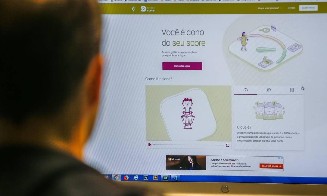 Consumidor pode consultar sua nota de crédito na internet, para tanto é preciso fazer um cadastro Foto: Marcelo Regua