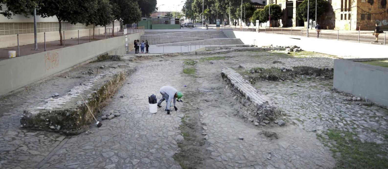 Apesar de título da Unesco, Cais do Valongo está abandonada pelo poder público Foto: Marcos Ramos / Agência O Globo