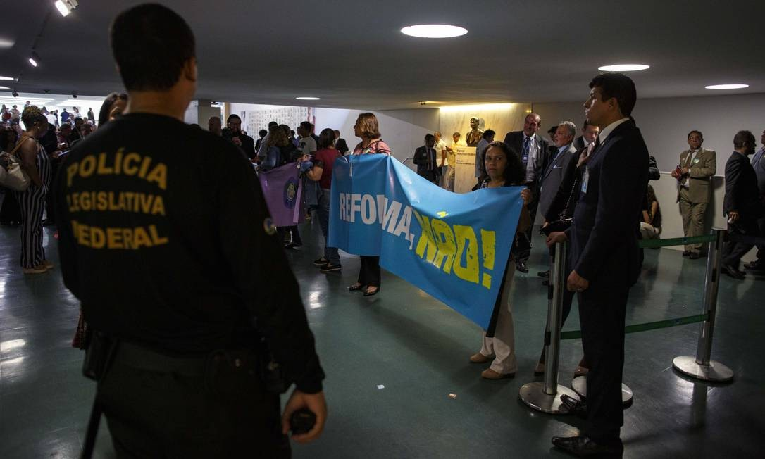 A segurança foi reforçada na Câmara dos Deputados. Parte do Salão Verde está restrito aos deputados Foto: Daniel Marenco / Agência O Globo