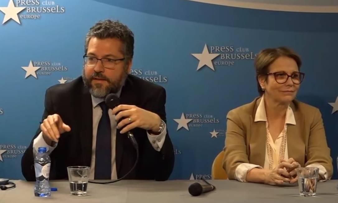 Ernesto Araújo e a ministra da Agricultura, Tereza Cristina, anunciam acordo com UE em Bruxelas Foto: Reprodução de vídeo/ / 28-6-2019