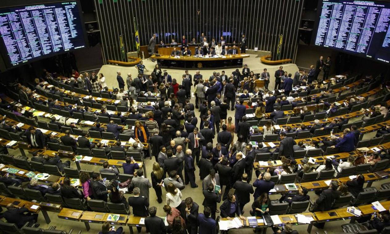 Plenário da Câmara discute texto da reforma da Previdência Foto: Daniel Marenco / Agência O Globo
