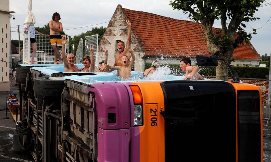 O país andou batendo recordes de temperatura no final de junho, quando o verão começou por lá. Foto: PASCAL ROSSIGNOL / REUTERS