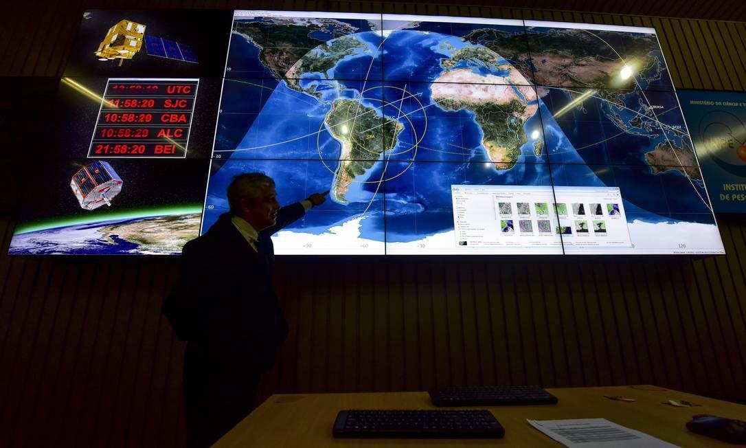 Sala do Instituto Nacional de Pesquisas Espaciais, que usa satélites para monitorar desmatamento no Brasil Foto: Lucas Lacaz Ruiz-21-12-15/A13/Agência O Globo
