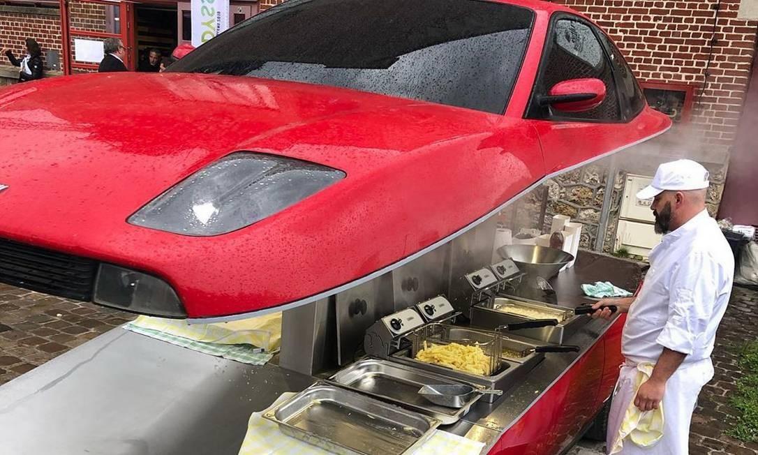 Uma fritadeira, construída a partir de um Fiat Coupé Foto: Reprodução / Instagram