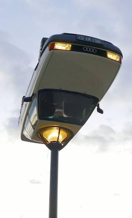 Carro transformado em luminária Foto: Reprodução / Instagram