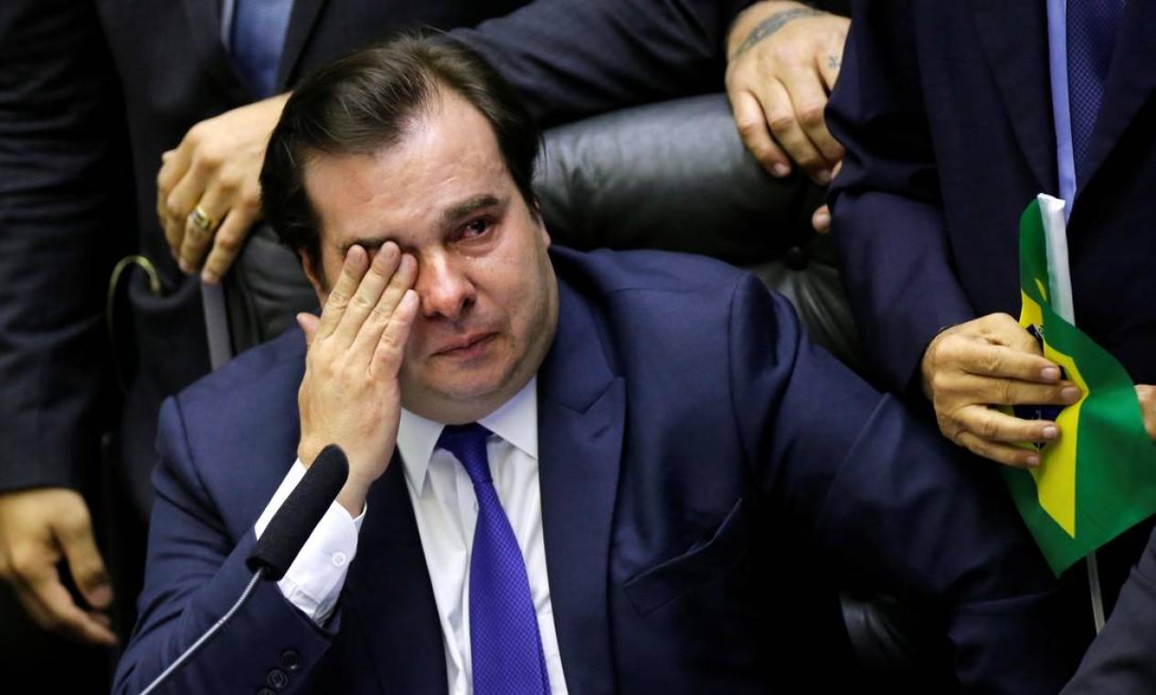 O presidente da Câmara, deputado Rodrigo Maia, se emociona durante votação da reforma no plenário Foto: ADRIANO MACHADO / REUTERS