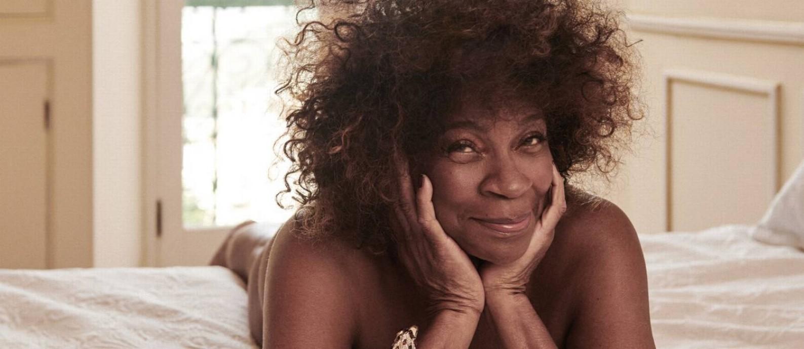 Fotos De Camila Pitanga Nua aos 75 anos, zezé motta posa nua e diz: 'sou capaz de me