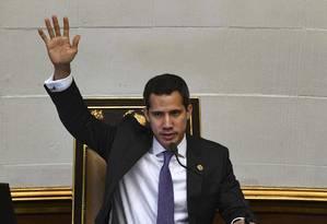 O líder da oposição venezuelana Juan Guaidá fala em sessão na Assembleia Nacional Foto: YURI CORTEZ / AFP