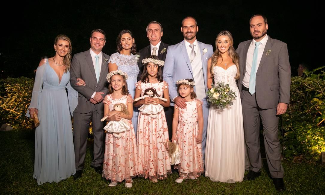 Eduardo no casamento com Heloísa Wolf, neste ano; ele completou 35 anos em julho, preenchendo assim um dos requisitos para ser embaixador Foto: Agência O Globo