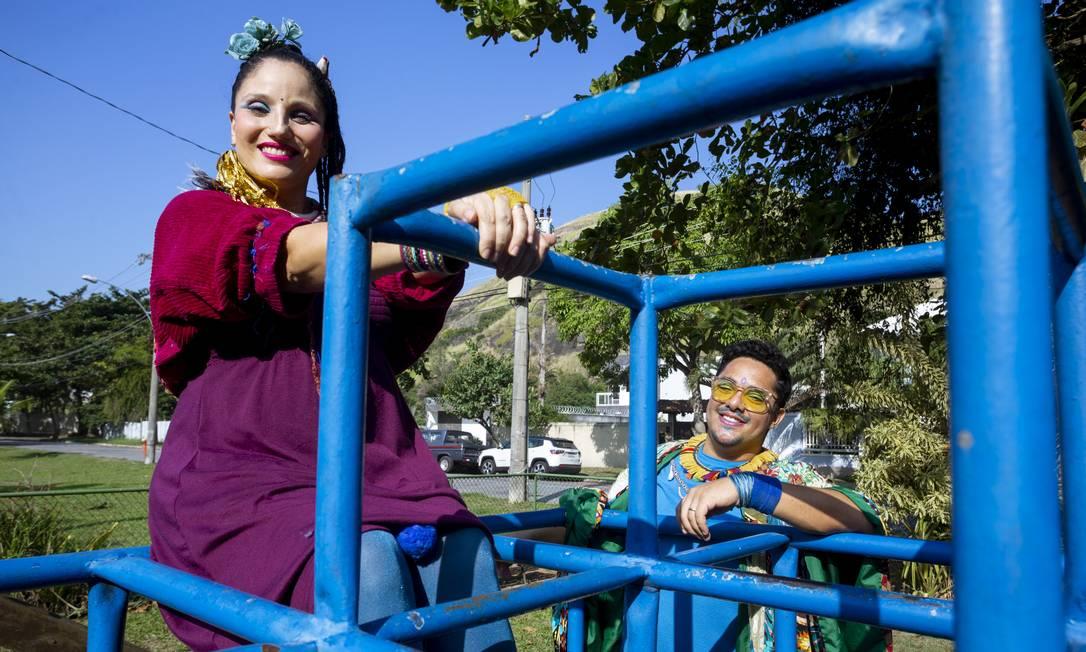 Coloridos. Morador do Recreio, o casal forma a dupla Manaká: eles gravam seu terceiro álbum de músicas infantis Foto: Bruno Kaiuca / Agência O Globo