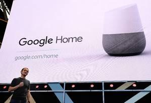 O Google Assistente funciona em smartphones Android e alto-falantes inteligentes Foto: Justin Sullivan / AFP