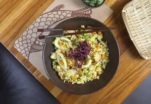 Receita do curry Yakimeshi rende 1 porção do prato Foto: Luciana Gutierrez / Divulgação