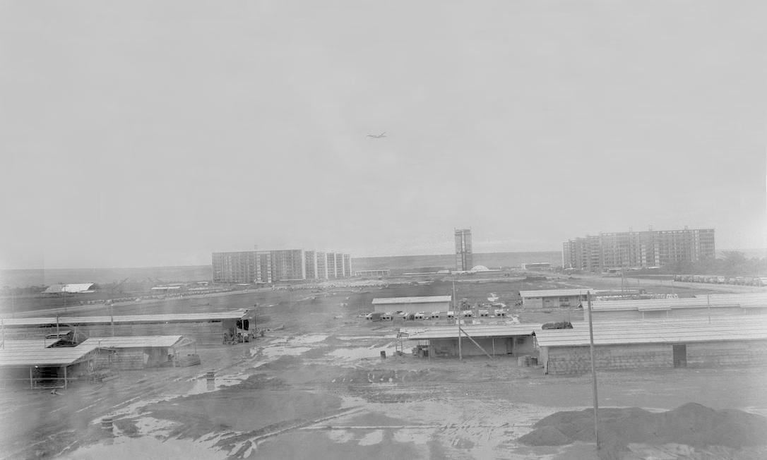 Brasília (DF) 18/01/1960 - Brasília - Construção - Esplanada dos Ministérios com o Congresso Nacional ao fundo Foto: Arquivo / Agência O Globo - Negativo : 7670
