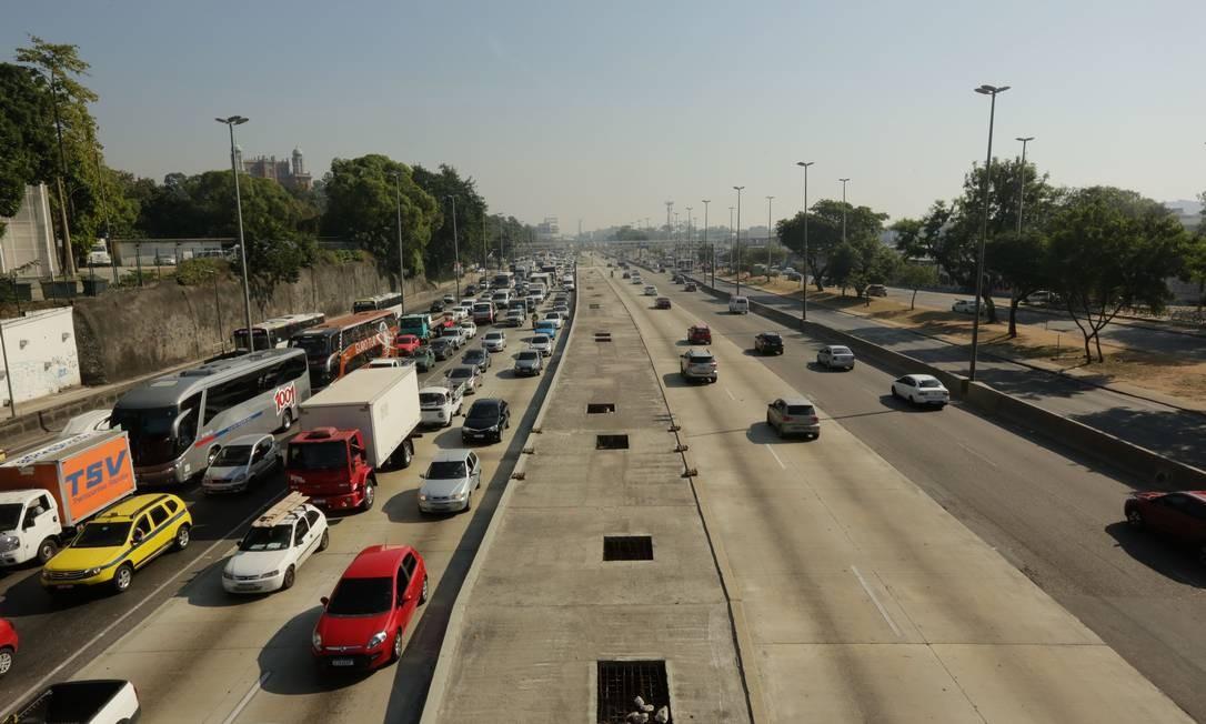 A pista Central, sentido Zona Oeste também será fechada, mas somente entre 00h00 e 03h0 de domingo (14) Foto: BRENNO CARVALHO / Agência O Globo