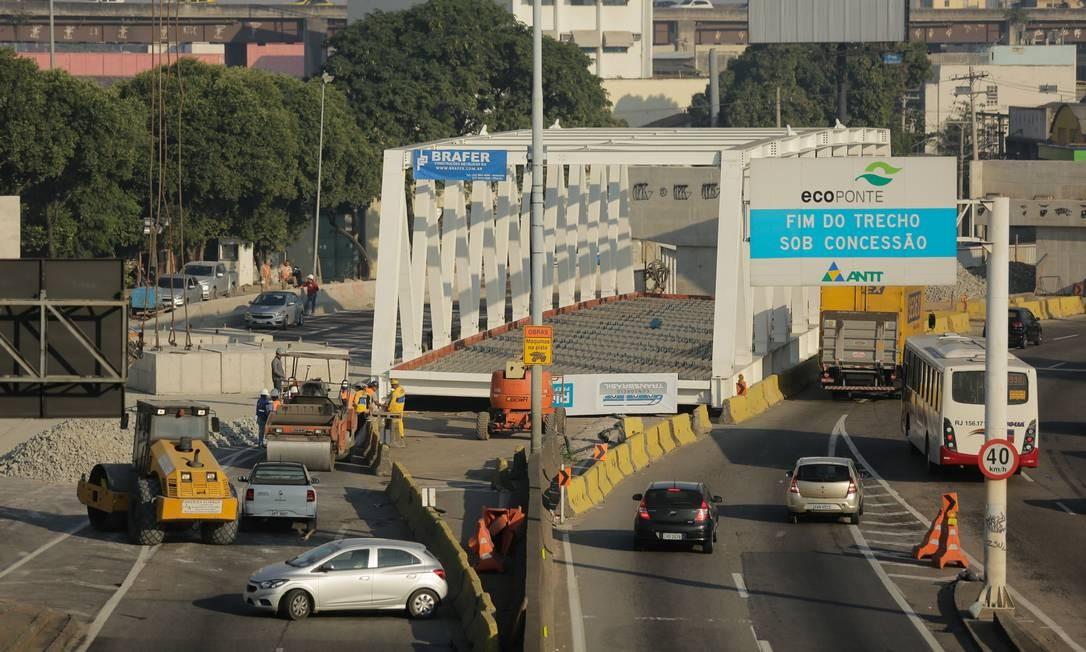 A ponte integra a obra do BRT Transbrasil que liga Deodoro ao Centro do Rio pela avenida Brasil Foto: BRENNO CARVALHO / Agência O Globo