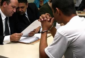 Pela lei, presos em flagrante têm de ser apresentados a um juiz até 24h após serem detidos Foto: Lucíola Villela / Agência O Globo